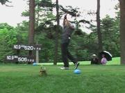 スーツマンのゴルフ競技挑戦