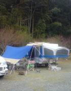 ほこりだらけのキャンプ道具