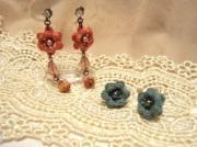 刺繍糸の小さな手編みアクセサリーspinu