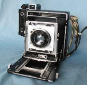 クラシックなカメラとレンズと白黒写真