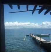 マニラ近郊サンゴ礁に囲まれた「海の家」