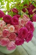 お花とテーブルで潤い!心豊かな生活へのヒント♪