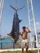 沖縄の釣り船カジキトローリング&ジギング!!