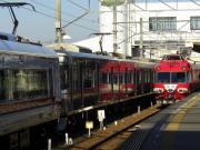 赤い電車が走る街