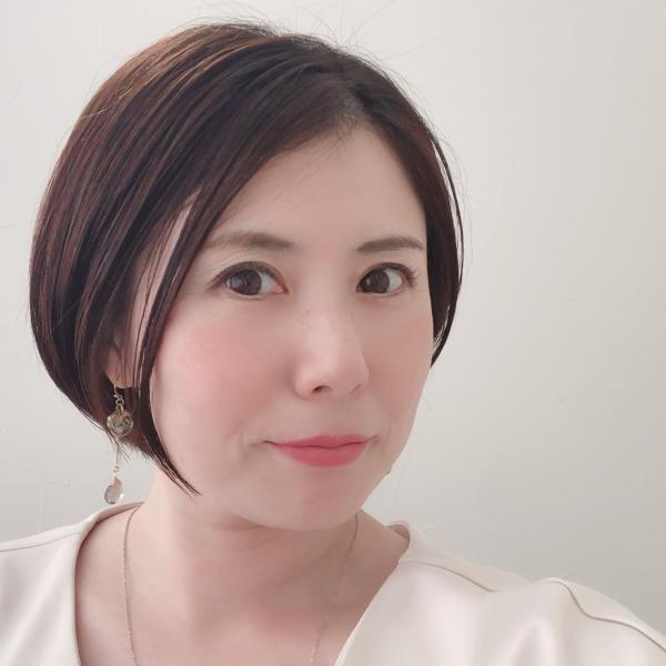 和歌山・マツエク『Cuore(クォーレ.)』上西愛さんのプロフィール
