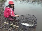 娘と管釣り