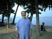 格安で安心な海外生活を希望しています。