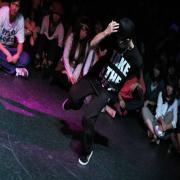 精神世界の中心でブレイクダンスを踊る