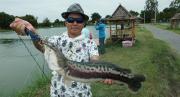 Ein überglücklicher Angler
