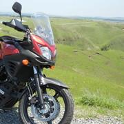 バイクに乗って、トコトコのんびりおでかけ。