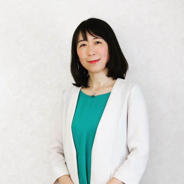 絵本読み聞かせ講師・上甲知子さんのプロフィール