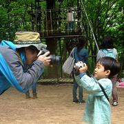 自然と触れ合う子どもたち