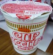 カップラーメンを食べまくるキセキ