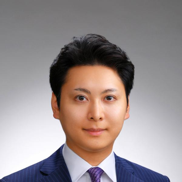 【輪郭・鼻・眼の美容外科医】 リッツ美容外科 副院長 永井宏治さんのプロフィール