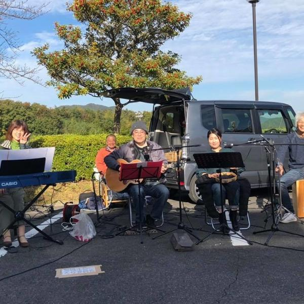 JUNさん&TAMさんアコースティックギター親父バンド さんさんのプロフィール