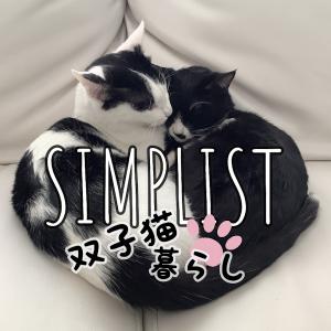 白いインテリアが好きなシンプリストは双子猫と暮らす