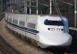 高速性と快適性と環境性能を両立した700系新幹線車両