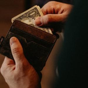 【キャッシュレス対応で財布を手放した話】軽い、省スペースでもっと身軽に