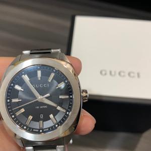 GUCCIの傑作モデル腕時計〔GG2570〕ラージウォッチを購入!スーツに抜群!