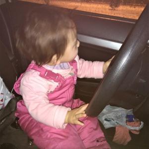 今年に入り初めての仕入れ!!!通常、車で片道2時間が大雪で3時間以上・・・娘は大丈夫かな???