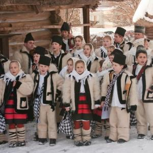 今日は子供たちが家を一軒一軒まわりながらクリスマス・キャロルを歌う日です。