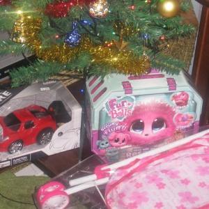 クリスマスプレゼント・・・娘は喜んでくれるかな??? パパとママにもプレゼントがあるかな???