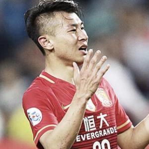 【海外の反応】中国代表FWがナンバープレート改竄でクラブ解雇「ヘディングをし過ぎたのか?」