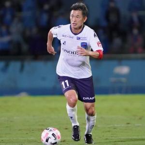 【海外の反応】三浦カズが川崎F戦でJ1最年長出場記録を更新「史上最高の選手だ!」