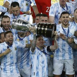 【海外の反応】「メッシがようやく代表で戴冠!」アルゼンチンがブラジルを下し28年ぶりの南米制覇