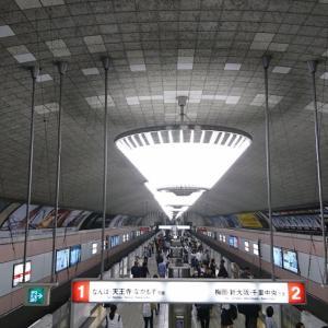 御堂筋線 心斎橋-梅田間の地下駅ホーム