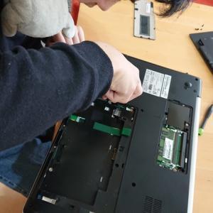 中2息子くんディスプレイが映らないノートPCを修理