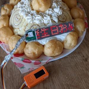 中1息子くんと誕生日ケーキの電光掲示装飾を作る