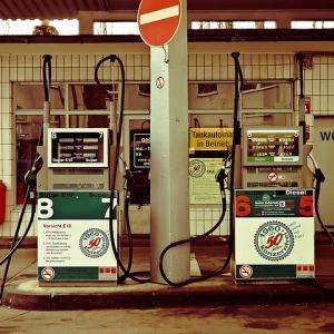 【必見】ガソリン代の節約にはENEOSカード?楽天カードと比較してみた