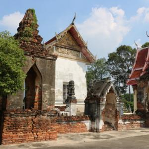 ワットサワーンアロム(วัดสว่างอารมณ์・Wat Sawang Arom)/ アユタヤ旧市街では見ない、非常に珍しい構造の礼拝堂を持つ、ロッブリー川沿いにある小さい現存寺院