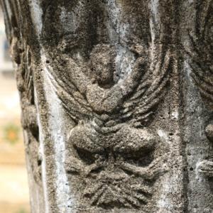 ワットカノーン(วัดขนอน・Wat Khanon)/ ガルーダと動物のレリーフが残る非常に珍しい小さなチェーディー(仏塔)のある現存寺院
