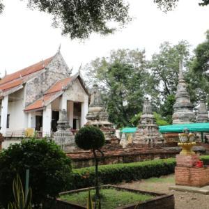 ワットナーンクイ(วัดนางกุย・Wat Nang Kui)/ アユタヤ王朝中期に、一人の女性富豪が建立した美しいレリーフが数多く残る現存仏教寺院
