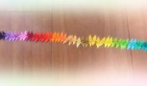 40色の折紙で鶴を折った