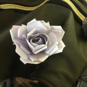 YouTubeで紹介されていたメモ用紙で作る薔薇をアレンジ