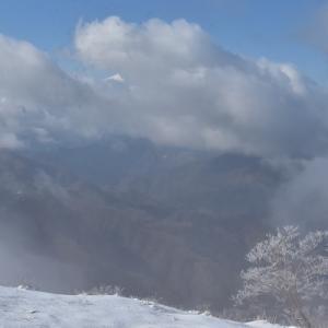 新雪の塔ノ岳は青と白の世界