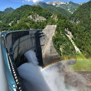 虹かかる黒部ダム