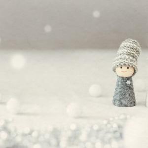冷たい手足はもう嫌!!手汗と冷え性の関係、その原因と改善方法について