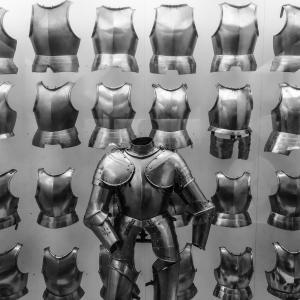 【ロマン】「たくさん武器を持っている」キャラクター登場作品特集