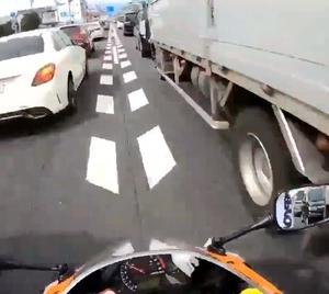 バイクのすり抜けがほぼ道路交通法違反なのに警察に検挙されない理由