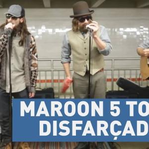 Integrantes do Maroon 5 tocam disfarçados no metrô de Nova York