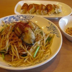 バーミヤン 『大粒牡蠣のピリ辛焼そば[スパイスチップ添え]と本格焼餃子(6コ)』