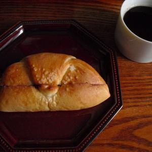 Les repas(ルパ) 『塩パン 沖縄紅いもあん』