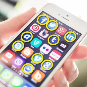 FacebookやTwitterのロゴはなぜ青色?色にまつわる10の知識