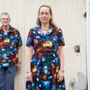 【ほっこりする!】ペアルックを何年も着続けるカップルの写真!