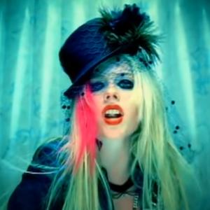 Hot  Avril Lavigne(アヴリル・ラヴィーン)