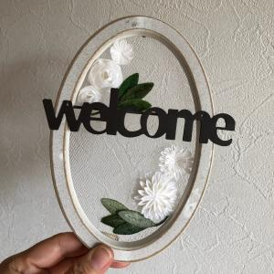 welcome board と 謎の花